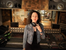 Amy King dans un studio d'enregistrement